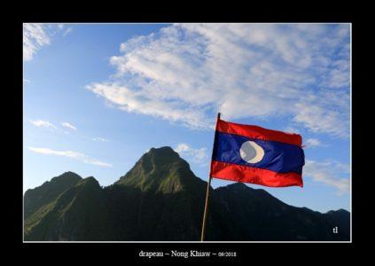 drapeau à Nong Khiaw - l'autre ailleurs au Laos, une autre idée du voyage